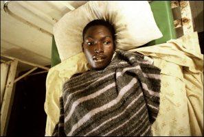 Il avait 20 ans. A l'hôpital de Zomba, ex-capitale du pays.  Faute de traitement, il est mort deux jours après la prise de cette image.