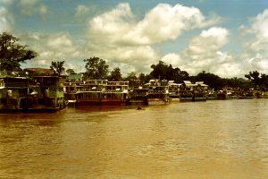 Depuis, le paisible port Thaïlandais de Chiang Saen ne désemplit plus de cargos chinois déversant leur biens.