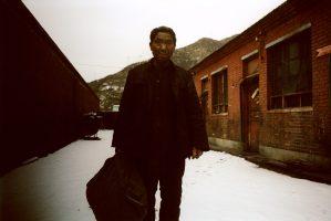« On travaille à la tombée du jour jusqu'au milieu de la nuit, pour éviter les inspecteurs.» M. Chang, 40 ans.Frappée d'interdiction, la mine privée de Shiqianfeng continue d'être exploitée.