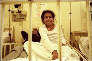 Talita, 11 ans.  Elle est séropositive.  On a dit qu'elle vivrait 3 ans. Puis on a dit qu'elle vivrait 5 ans. Puis 7…  Alors maintenant on dit : « Elle vivra. »