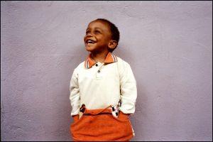 Kidson, 2 ans. Il est né séropositif aux tests.  Parce que sa mère a reçu de l'AZT pendant sa grossesse,  les tests sont négatifs depuis quatre mois…