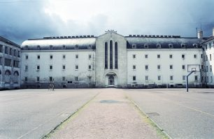Caen prison : A day with long-termers